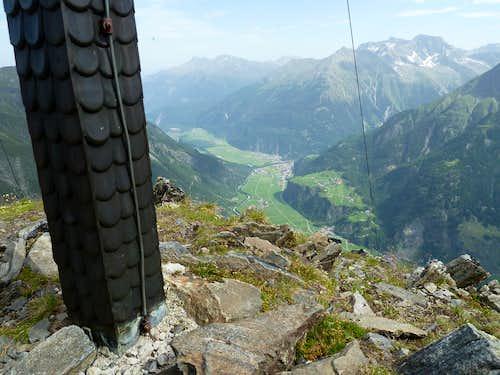 View from the Äußerer Hahlkogel summit to Längenfeld