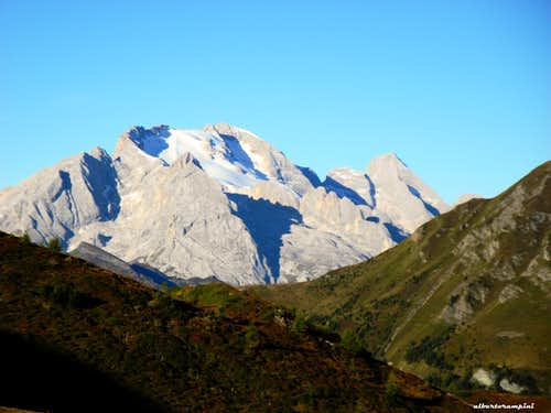 Surroundings: Marmolada North side