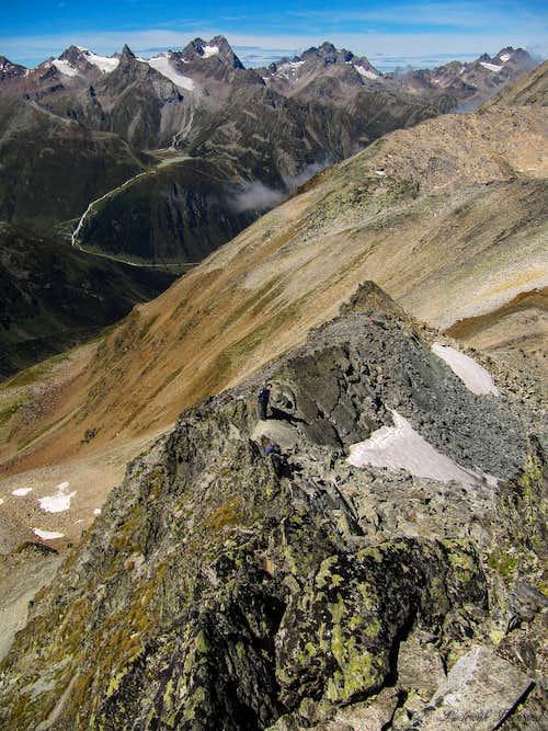 Kaunergrat as seen from Sudlicher Polleskogel (3035m) with Pieter en Maarten below