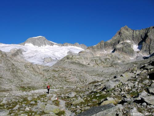 On the marked trail to Graue Wand