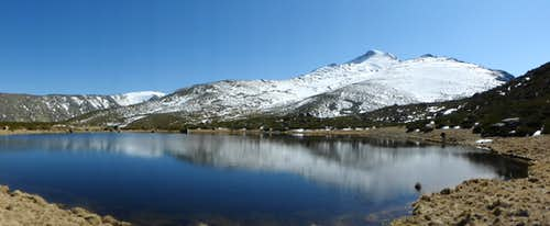 Cabeza Nevada from Laguna del Cervunal (Cervunal Lagoon)