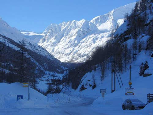 Morning in the Arolla valley, seen from La Gouille