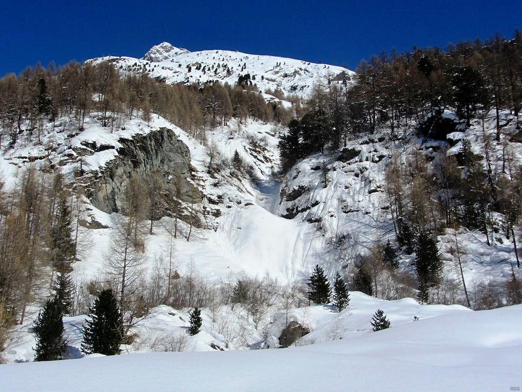 The lower western slopes of the Dents de Veisivi