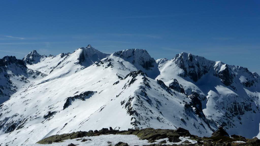 Almanzor (2.592 m.), La Galana (2.564 m.) and Riscos del Gutre (2.545 m.) seen from the top of Cabeza Nevada