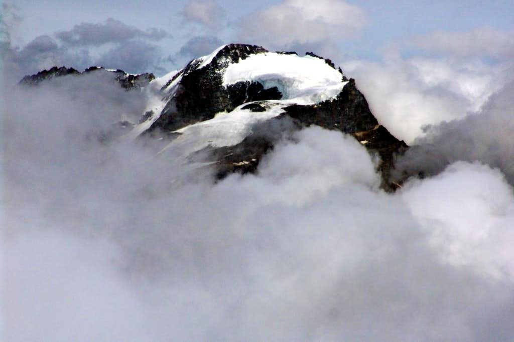 Gran Paradiso (4061m) in Storm from Punta Basei 2006