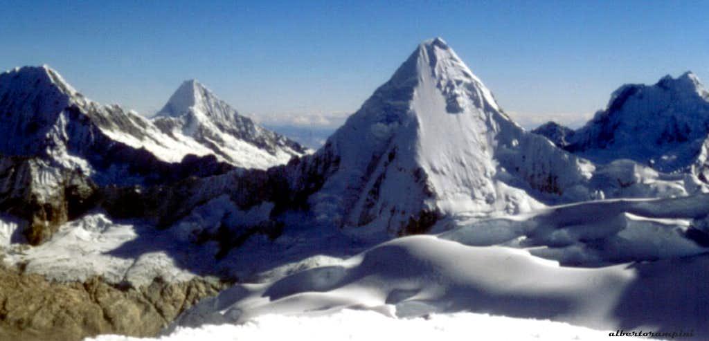 Alpamayo and Artesonraju seen from Pisco Oeste summit