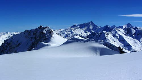 Mont de l'Etoile (3370m), trying to look just as high as Weisshorn (4506m) and Zinalrothorn (4221m)