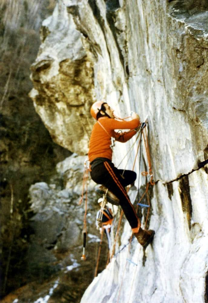 Old Climbings/3 Pulling the rope with his teeth 1978