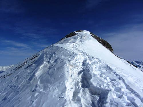 Approaching the SW summit of Monte de l'Etoile