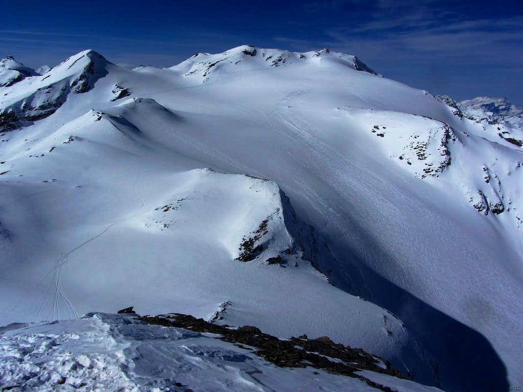 Pointe de Darbonneire (3422m) and Pointe de Vouasson (3490m) from right below the SW summit of Mont de l'Etoile