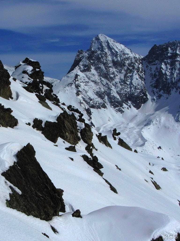 The summit of Dent Blanche (4357m) popping up right behind Grande Dent de Veisivi (3418m)