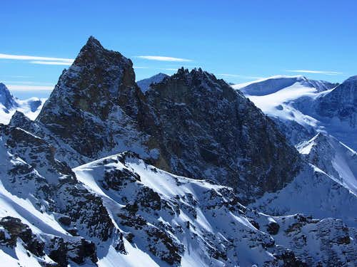 Zooming in on the Aiguilles Rouges d'Arolla