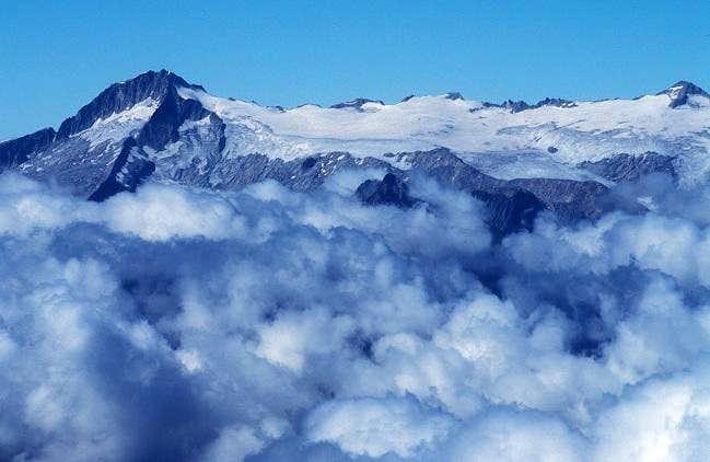 Care Alto and Lares glacier...