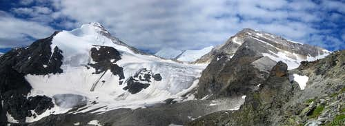 Panorama of Brunegghorn (3833m), Weisshorn (4506m), Bishorn (4153m) and Schöllihorn (3500m)