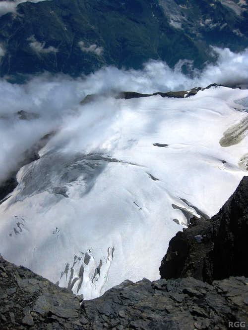 Looking down on the Undere Stelligletscher from the summit of Üssers Barrhorn