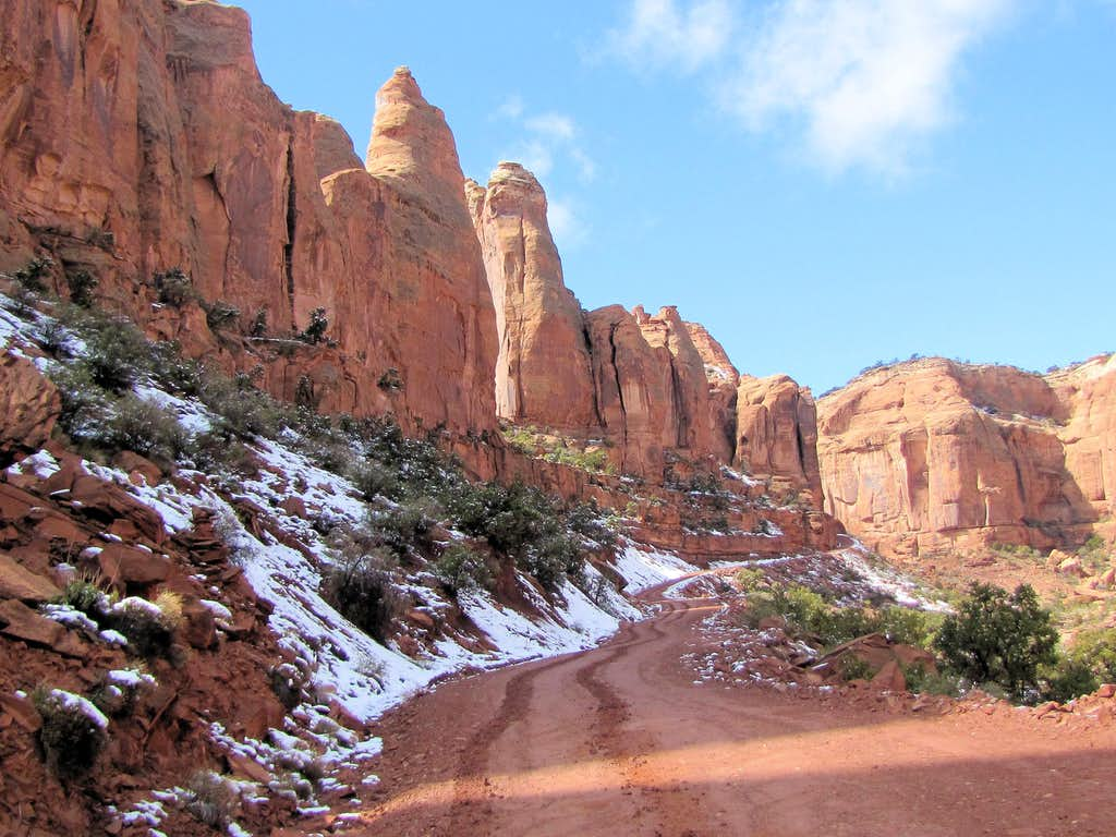 Upper parts of Long Canyon Road