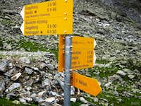 Signpost at the Topalihütte