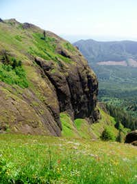 Staring that the giant cliffs on Saddle Mountain