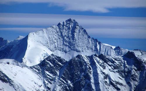 Zooming in on Zinalrothorn from high on Pointe de Vouasson