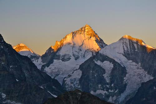 Dent d\'Hérens, Dent Blanche and Grand Cornier in sunrise glow