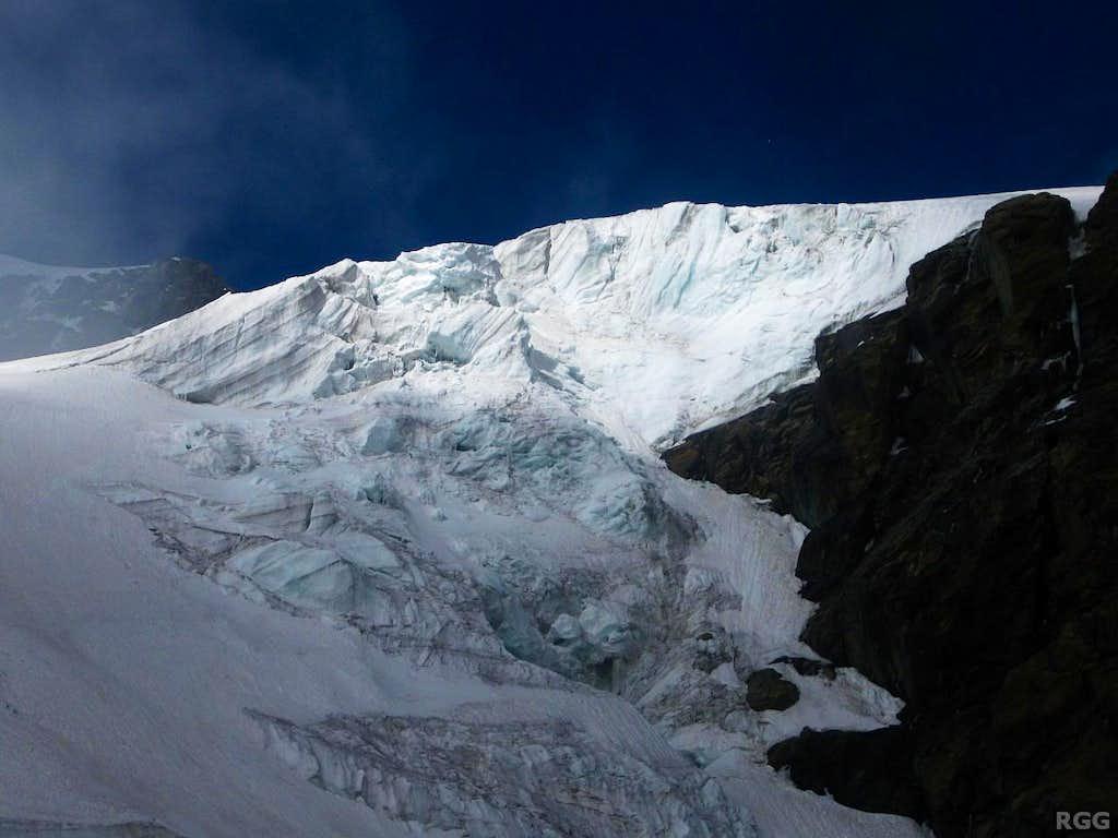 Icefall north of Rifugio Guide della Val d'Ayas