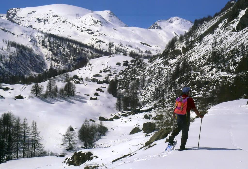 77 South in 7 Valleys by Snow Shoes To Dondena 2007