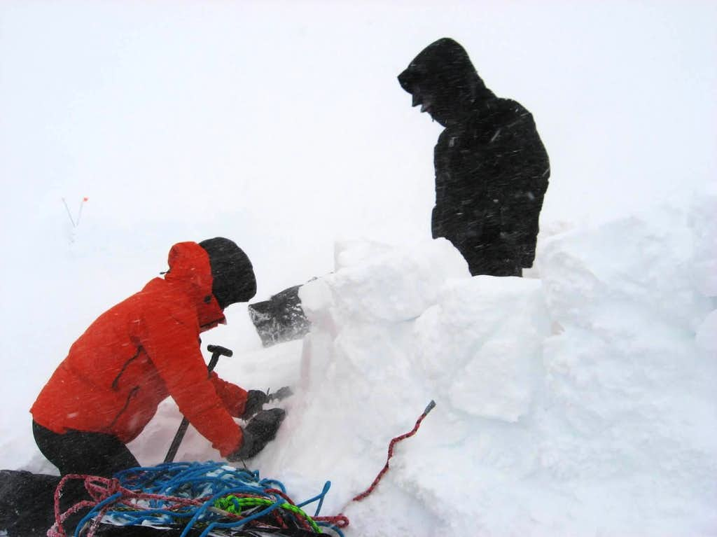 Still pinned down by the same storm from the south and as such we spent the day digging out the camp.