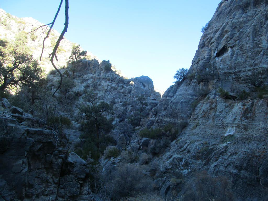 a small arch, Sawtooth Canyon
