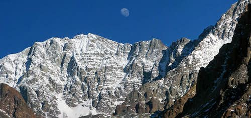 The Moon over Cerro Vallecitos