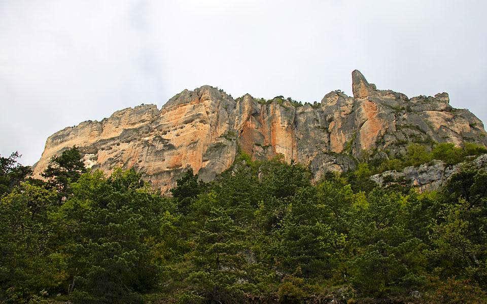 The walls of Jonte canyon