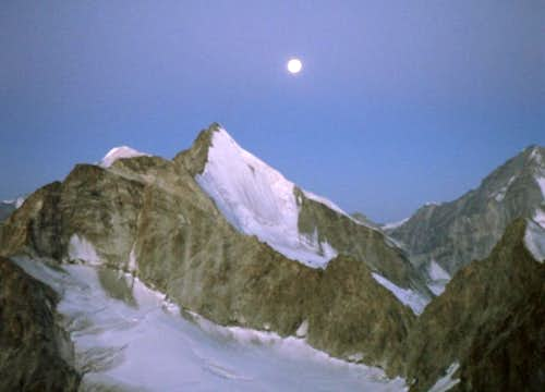 The moon above Obergabelhorn