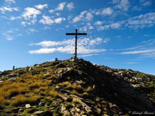 The large summit Cross at 2267 meters