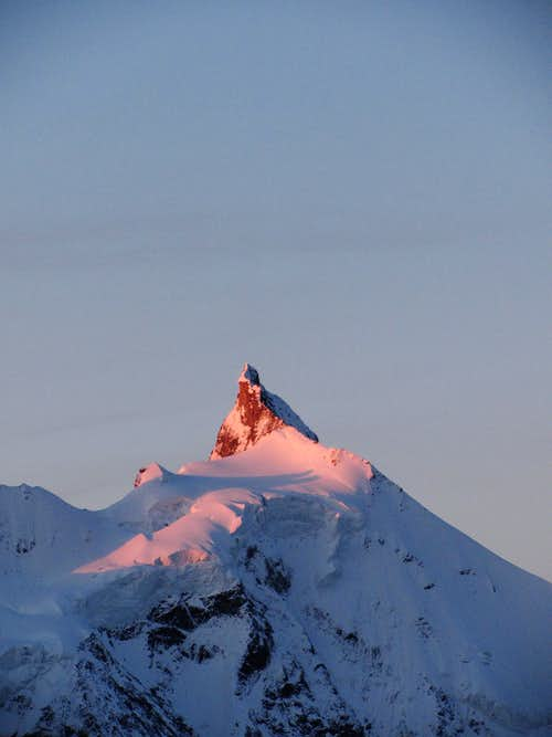 Zinalrothorn at sunrise