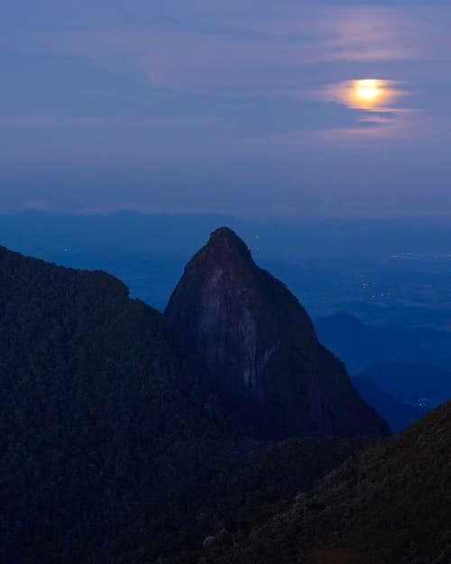 moonrise and pico grande