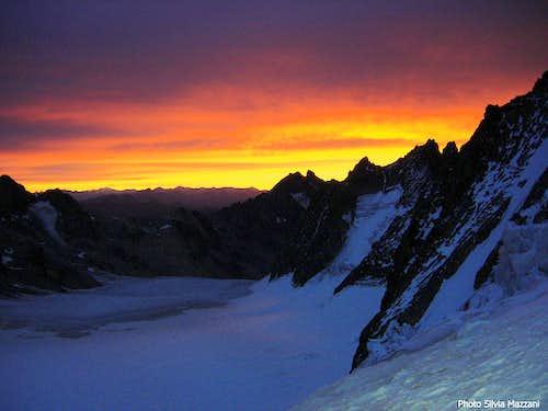 Doubtful sunrise over Barre des Ecrins