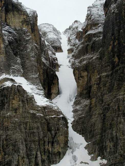 Ice couloir between Crozzon...