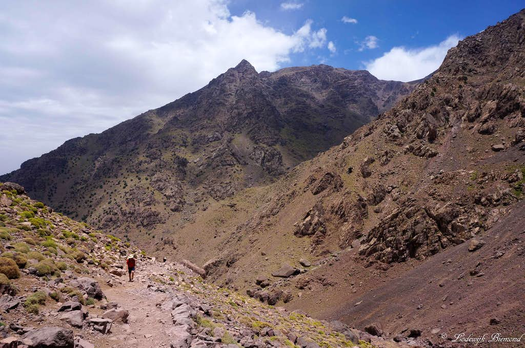 Climbing Toubkal; The trail with Agouti (3673m) behind