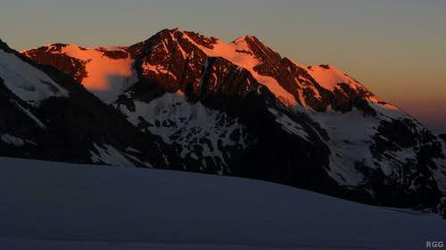 Alpenglow on Les Diablons (3609m)