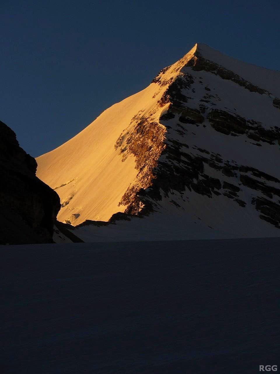 First light on Brunegghorn (3833m)