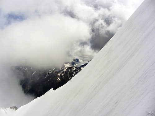 Sideways view to the Brunegghorn NE ridge from almost half way up the N face