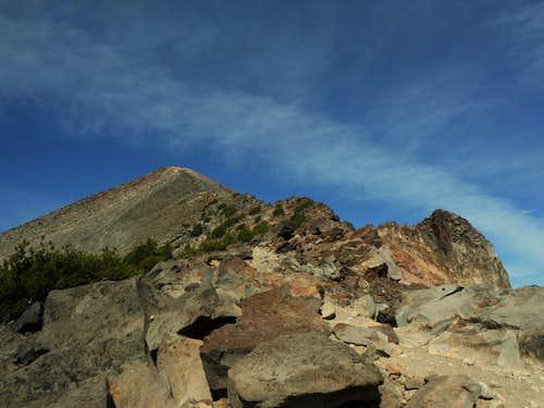 Nearing the final summit ridge of McLoughlin