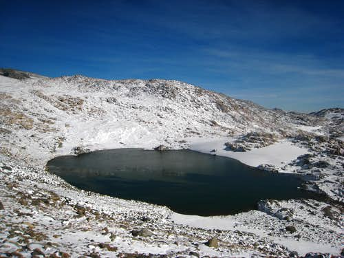 Tarn just below Snowbank