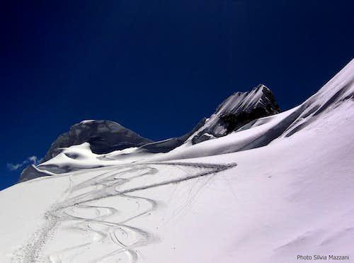 The twin summits of Vallunaraju
