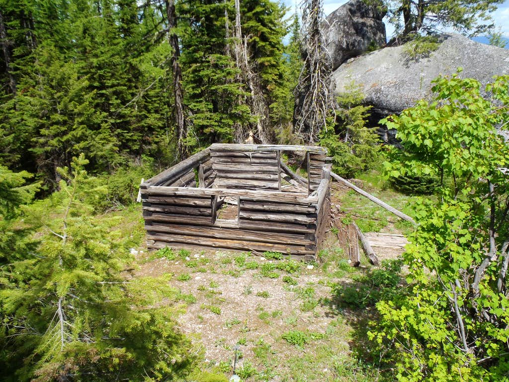 Kalispell Rock - Living Quarters Cabin