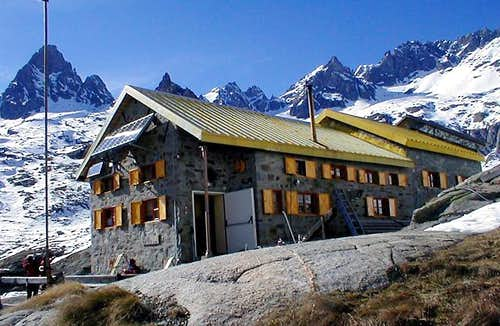 Rifugio Pontese in early Spring