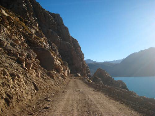 Road along Embalse El Yeso