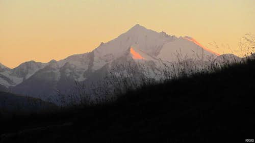 Alpenglow on the Brunegghorn N face and the gentle summit slopes of the Bishorn, while the big, sheer Weisshorn NE face is already dark