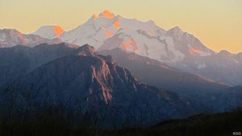 Alpenglow on the Mischabel group