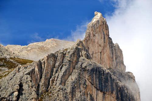 Croz di Santa Giuliana or Torre del Finestrino, 2670 m, with two climbers