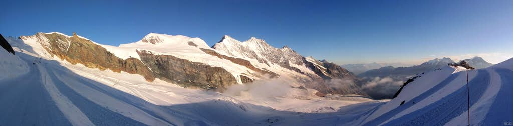 Panoramic view of the Mischabel ridge from normal route to Allalinhorn